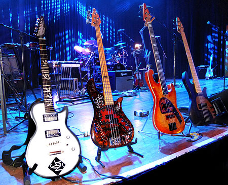 TOMKINS GUITARS AND BASSES