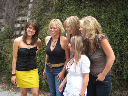 Amber Lawrence with Beccy Cole, Dianna Corcoran, Kirsty Lee Akers and Gina Jeffreys