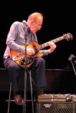 Les Paul in Baltimore 2004 - (photo by Bob Howe)
